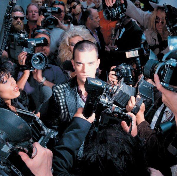 Robbie Williams – Life Thru A Lens